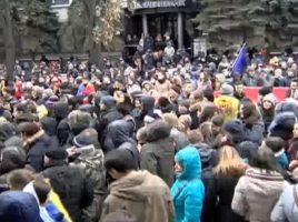 Protest in fata Comisiei Electorale Centrale. Alegeri anticipate