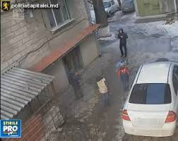 Se cauta- un barbat ce fura telefoane mobile de la copii din Chisinau