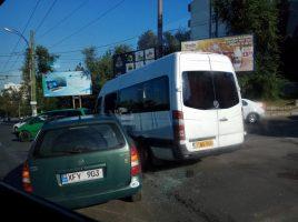 Accident rutier la Riscanovca cu implicarea unui microbuz