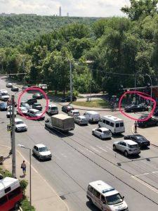 2 accidente concomitente la aceiasi intersectie