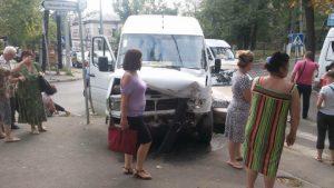 Accident rutier cu implicarea rutei 125 si a unui Chevrolet