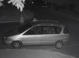 In cautare- niste hoti de masini, ce sparg masini regular prin curtile blocurilor din Chisinau