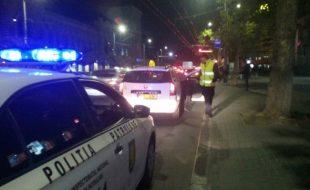 Retinere- taximetrist beat la volan cu pasageri