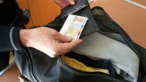 Un moldovean a încercat să ajungă în Franţa cu un buletin româneasc fals Un moldovean a încercat să ajungă în Franţa cu un buletin româneasc fals